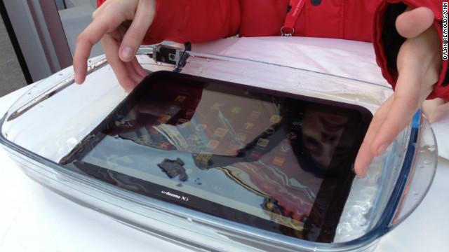 Các đại gia công nghệ chống nước cho smartphone ra sao?